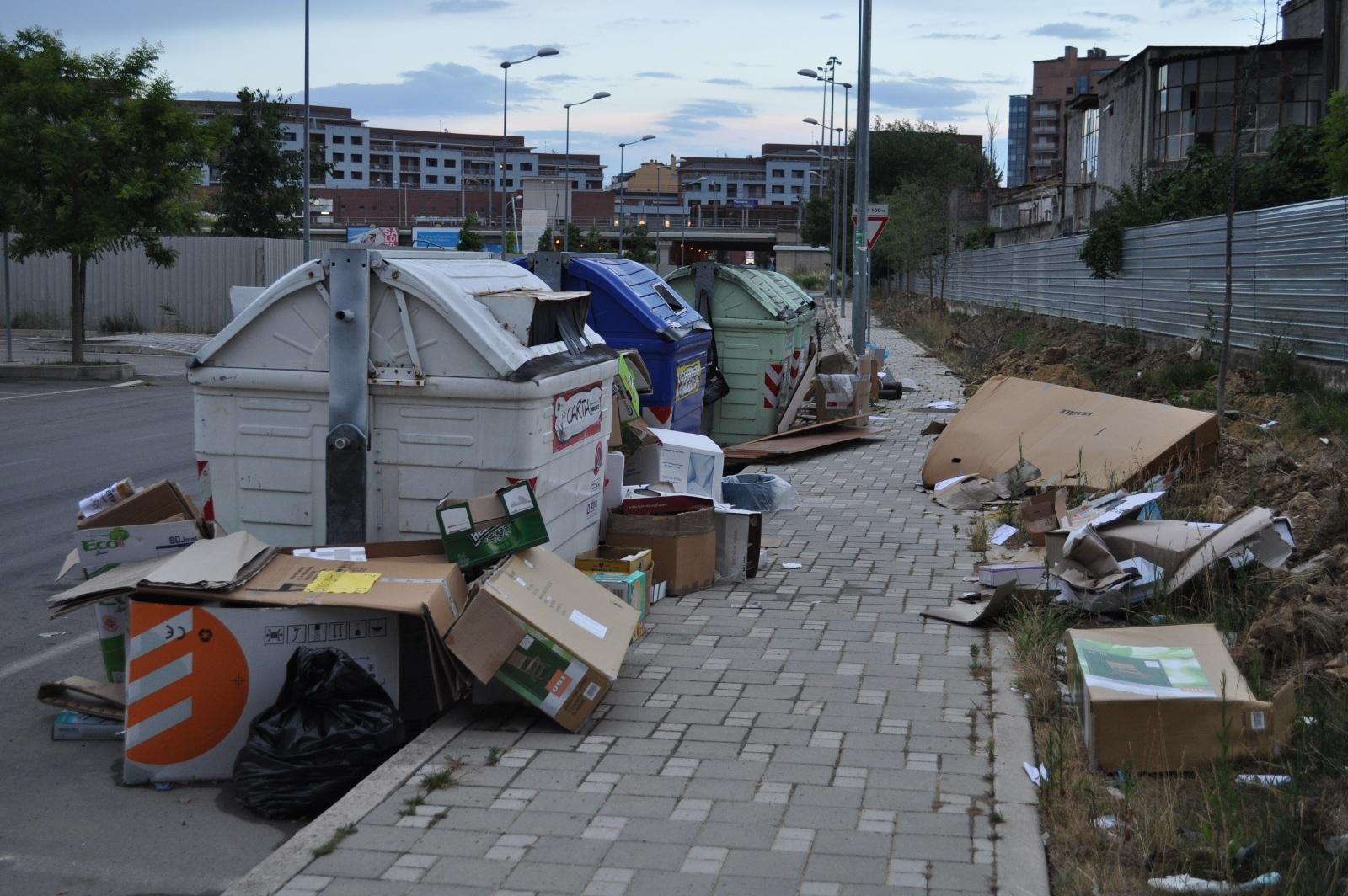 Pescara. L'immondizia nell'area residenziale di via Cetteo Ciglia, riceviamo dai residenti