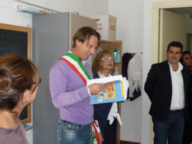 Foto Archivio. Il Sindaco e la Prof.ssa Ciccocelli, già direttrice della Scuola Primaria di Giulianova 1