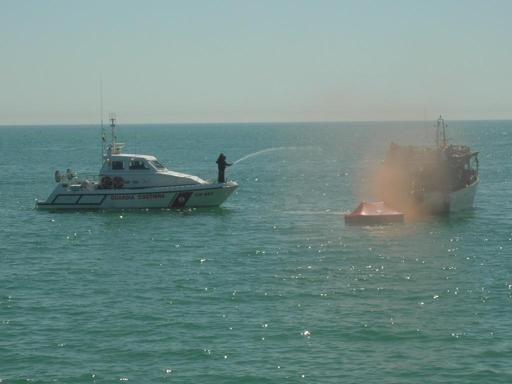 Edizione 2010 Motovedetta Guardia Costiere soccorre peschereccio in avaria
