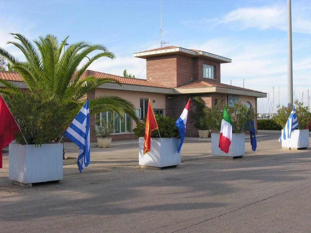 Ente Porto con le bandiere dei partners