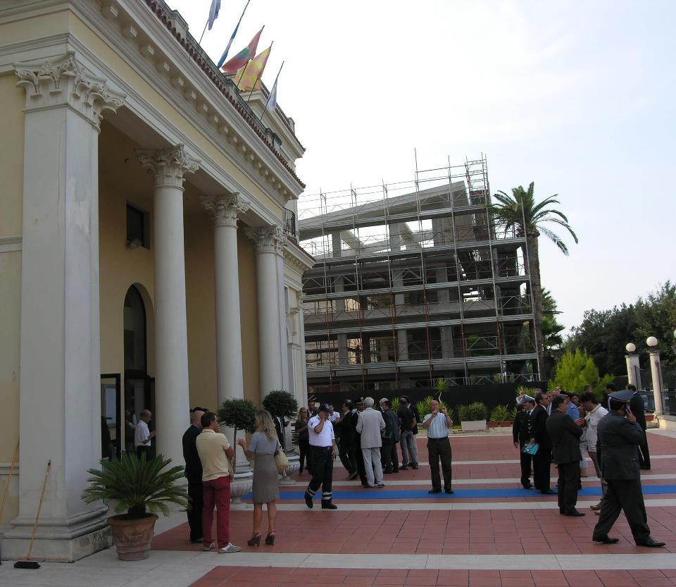 Kursaal con palazzo in costruzione. Foto Archivio