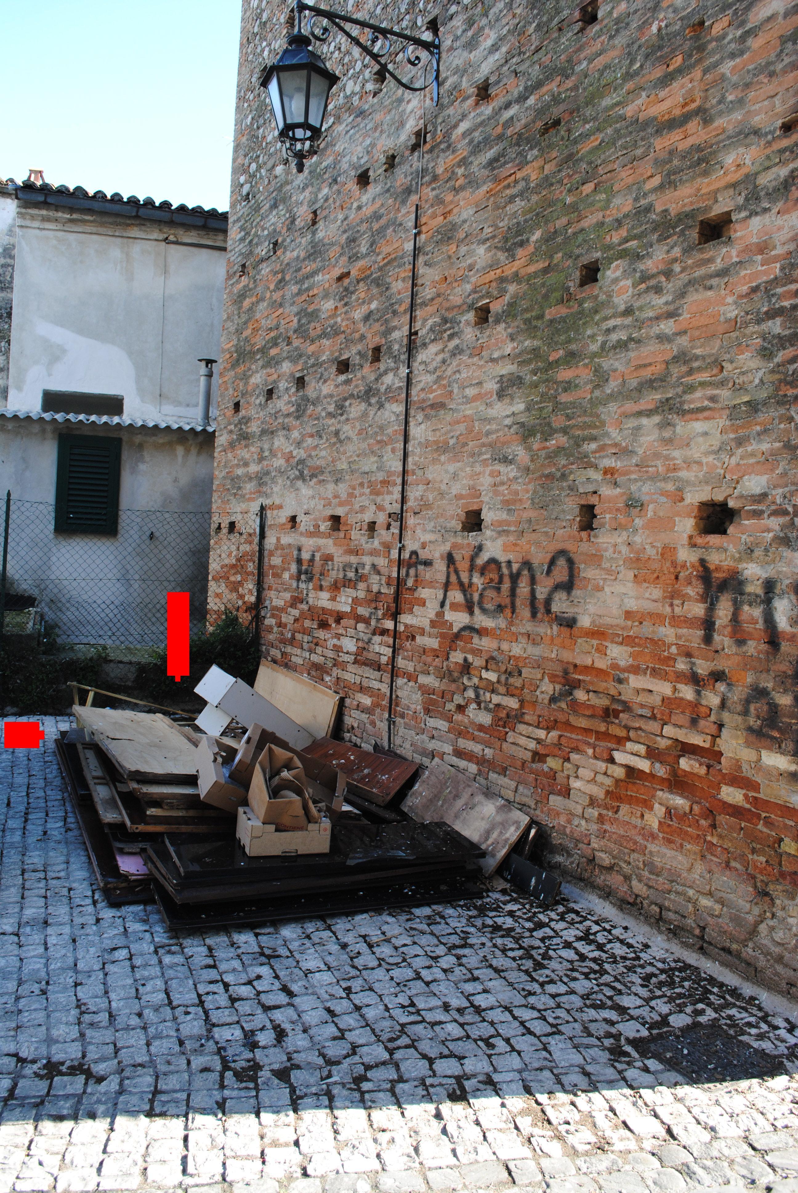 Giulianova. In attesa del capodanno in piazza, il centro storico pullula di rifiuti ingombranti
