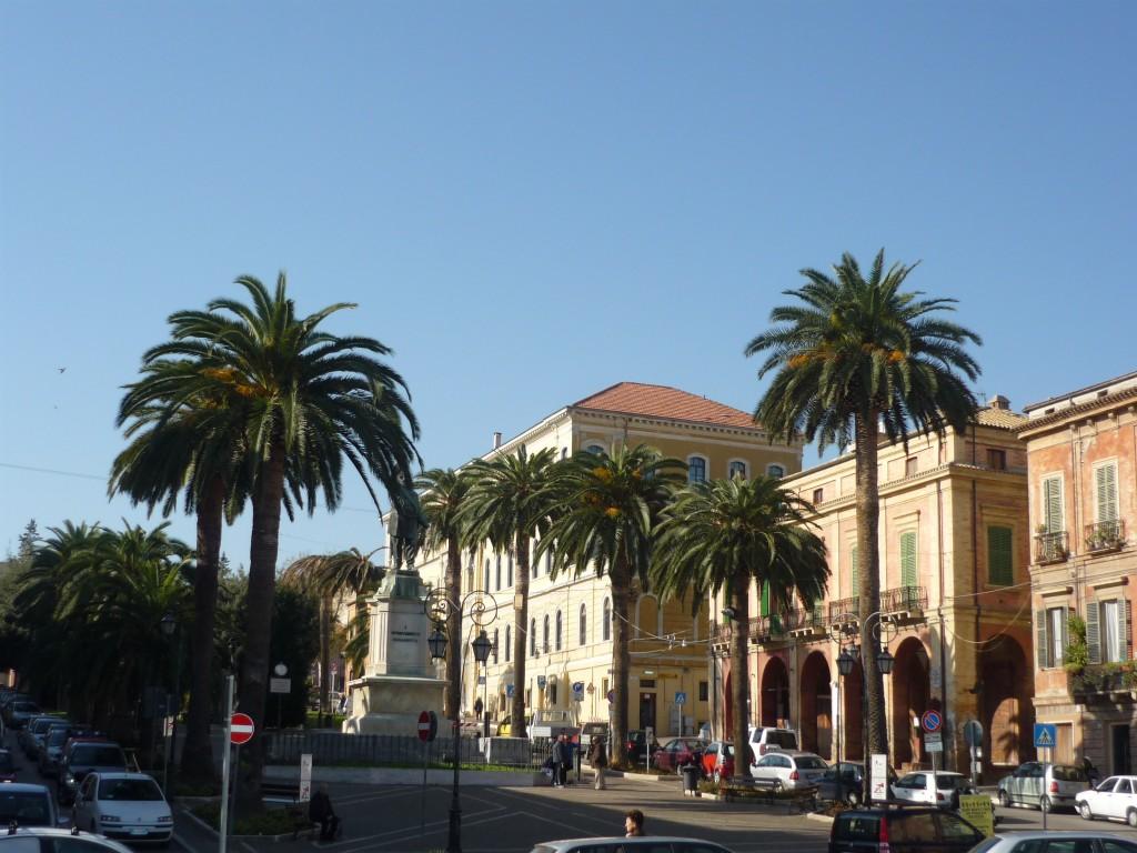 foto piazza della Libertà Giulianova Alta