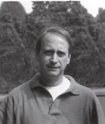Il Prof. Lucio Cancellieri, insegnante in pensione, poeta e scrittore