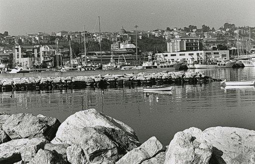 """Giulianova. Paolo Vasanella:   Spunta la  """"luna Rossa""""  sul porto di Giulianova."""