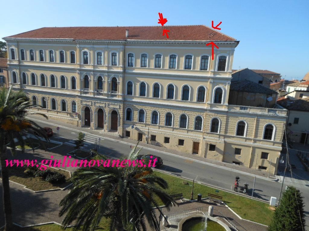 """Giulianova. Le tegole """"pericolanti"""" del tetto della scuola primaria """"Edmondo De Amicis"""" sono sempre al solito """"posto"""""""
