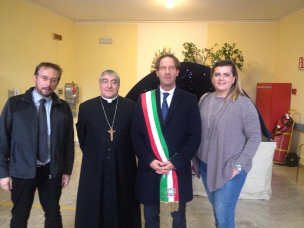 Il sindaco con il vescovo alla inaugurazione dei nuovi padiglioni della POC