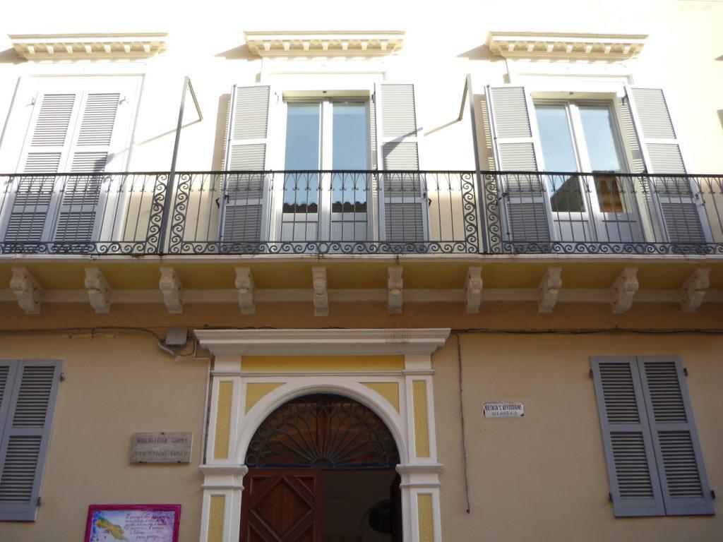 """Biblioteca """"Vincenzo Bindi"""""""