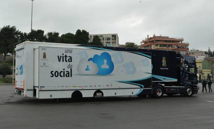 truck Polizia Una vita da social