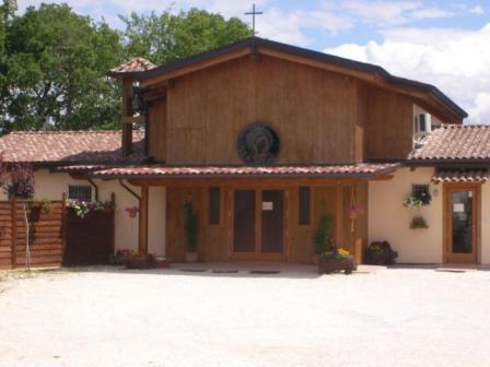 Il-piccolo-monastero-di-legno-Clarisse-Paganica