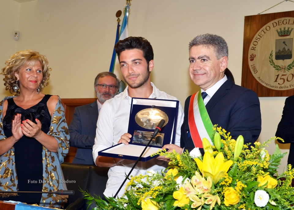 Pavone premia Gianluca Ginoble (1)