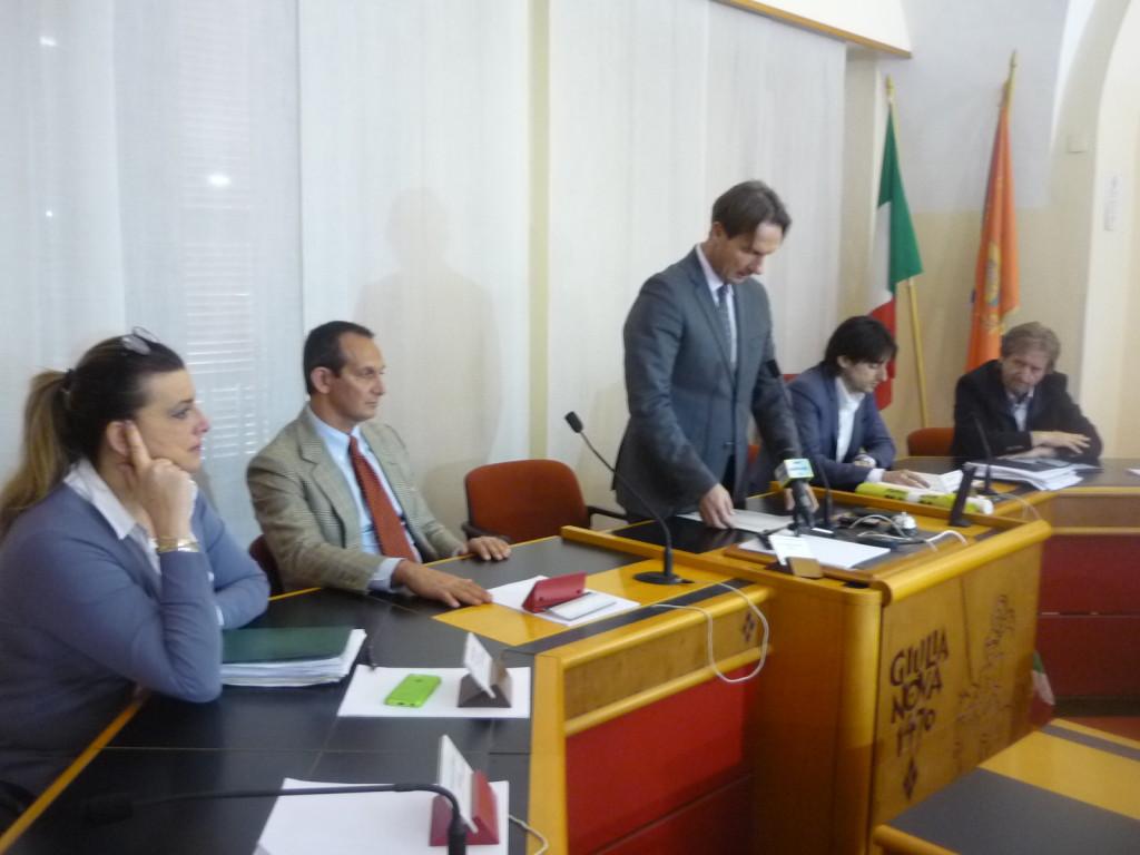 oto sindaco con presidente EcoTeDi (secondo da sinistra).