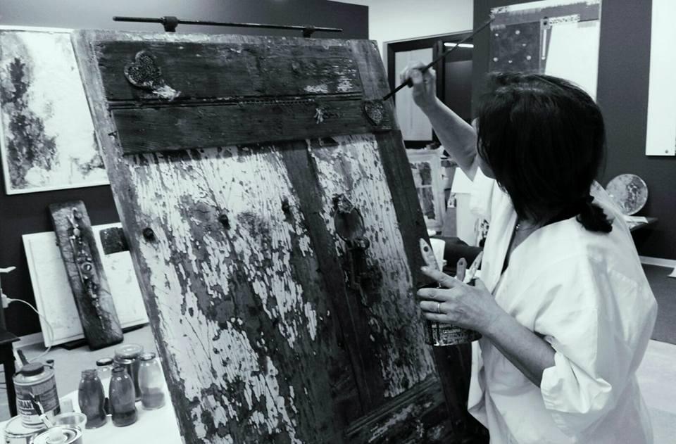 l'artista Alice nel suo studio