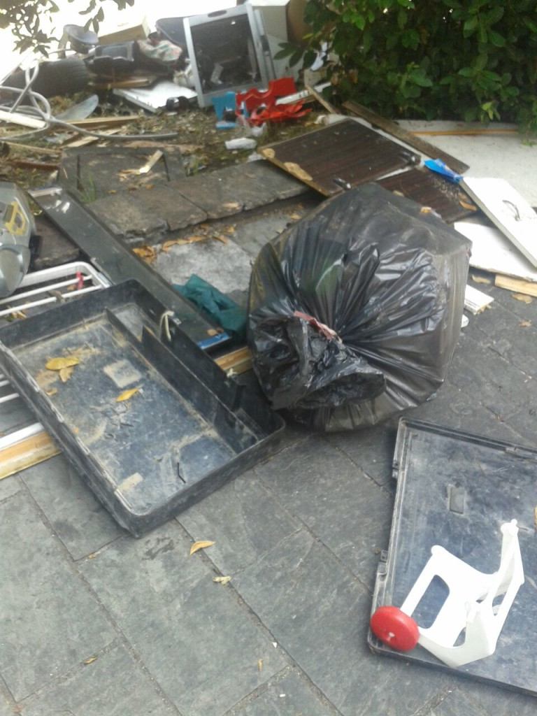 Palazzo Massei prima della rimozione dei rifiuti 2