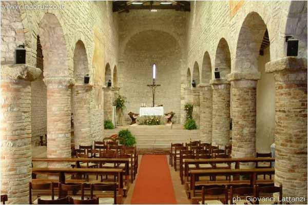 Sant'Omero (Te), chiesa medievale di Santa Maria a Vico, interno,