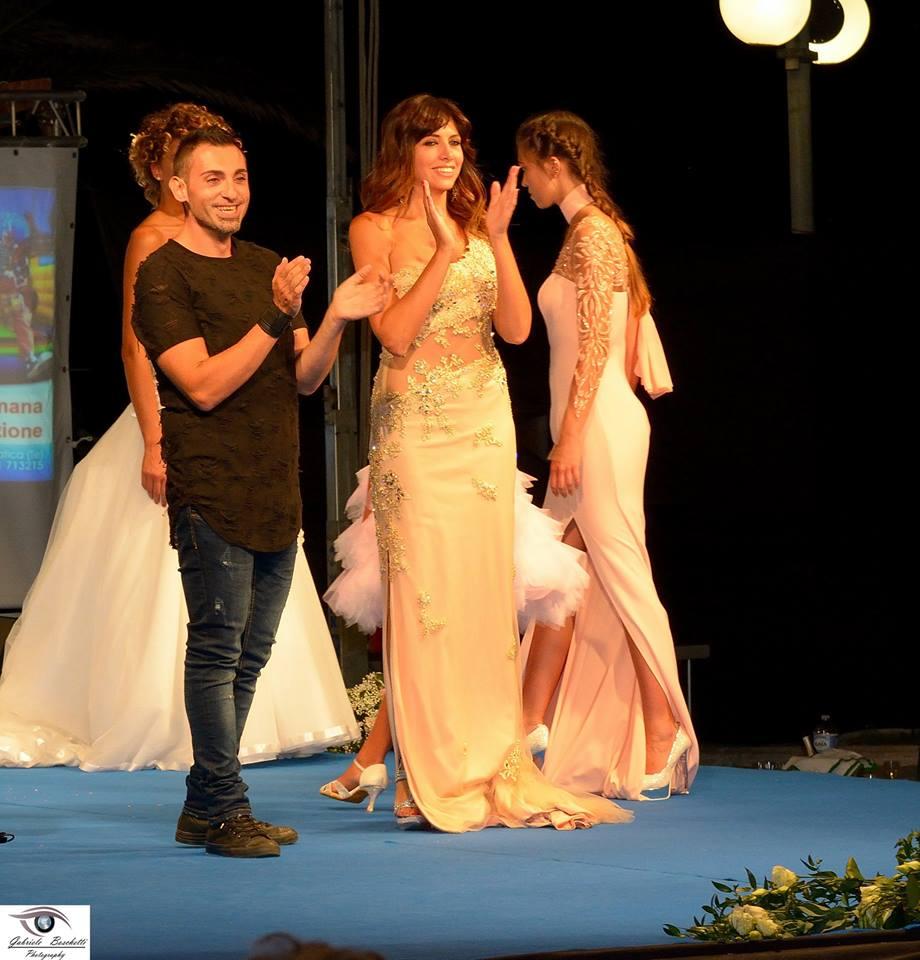 Interminabili Applausi per Loris e le sue creazioni che la scorsa domenica 7 agosto 2016 hanno sfilato ad Alba Adriatica (TE),