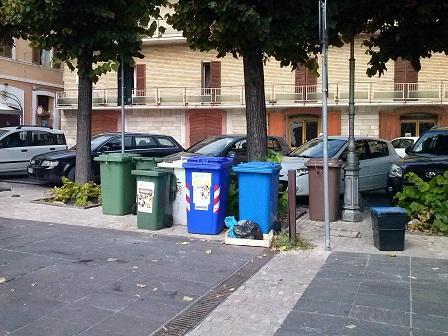 contenitori-rifiuti-in-piazza-buozzi