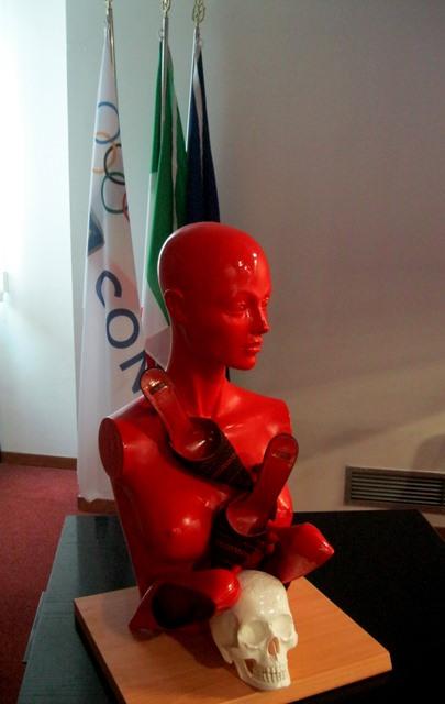 1-presentazione-della-scultura-femminicidio-di-guadagnuolo-al-palazzo-del-coni-roma