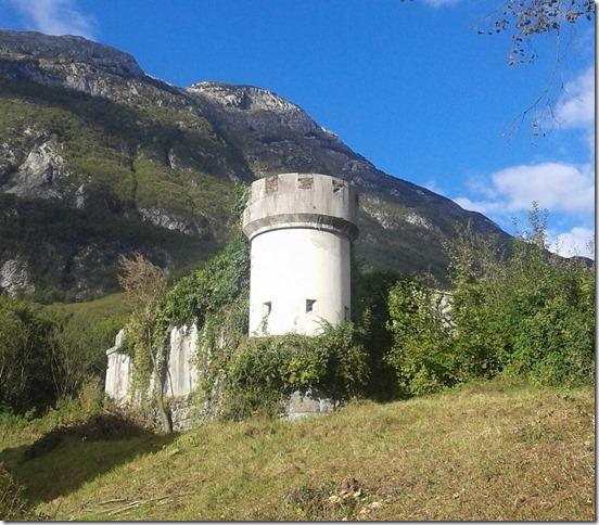 Slovenia – Bovec  I resti della Caserma già sede del Battaglione Ai Val Pescara.