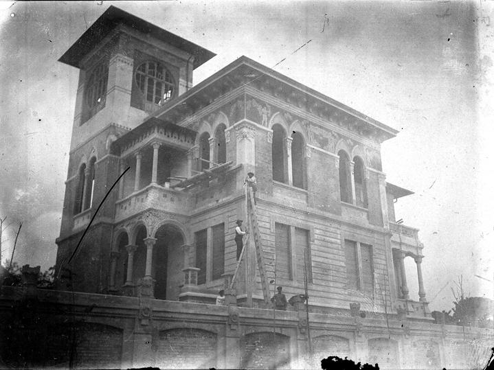 Giulianova. Sono state rinvenute inedite lastre fotografiche che testimoniano il villino Castelli di Giulianova, unicum architettonico Liberty in città.