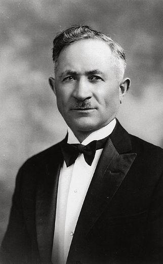 """Leopoldo """"Leo"""" Mascioli: favorì e curò l'arrivo, in Canada, di oltre 25.000 … Era nato a Cocullo (AQ) nel 1876."""