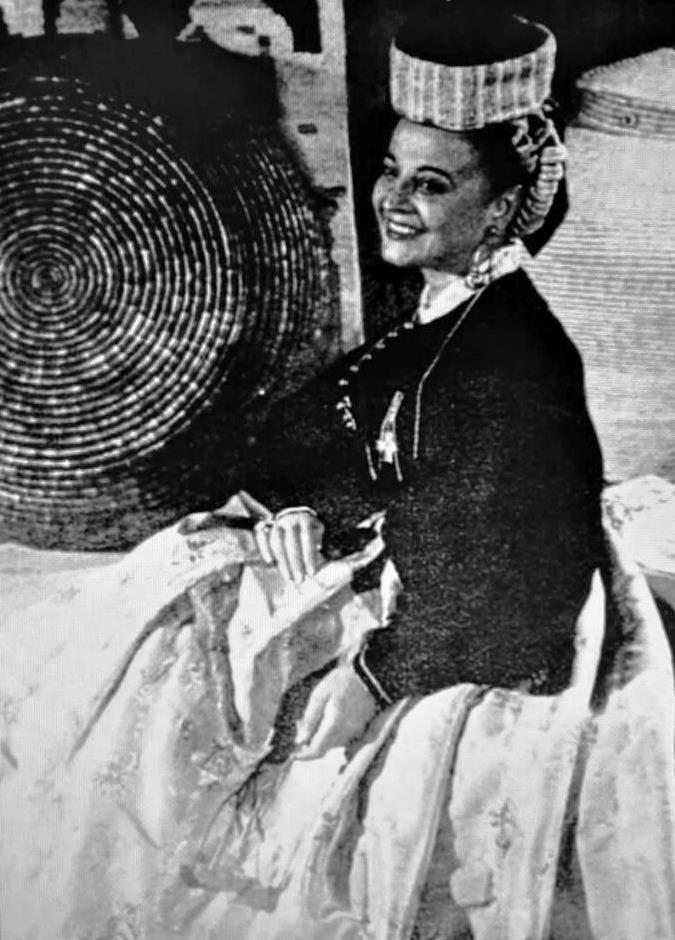 """Gina Ventresca Carano: per gli americani fu """"The voice of Abruzzo"""". Su richiesta di Umberto di Savoia, l'ultimo Re d'Italia, si esibì, solo per lui, a Cascais in Portogallo."""