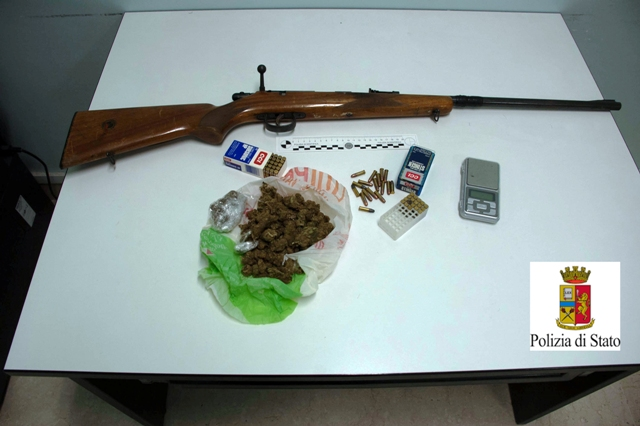 Droga e fucile sequestrato dalla polizia