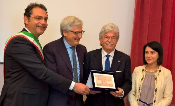 l'on. Razzi premio Zimei