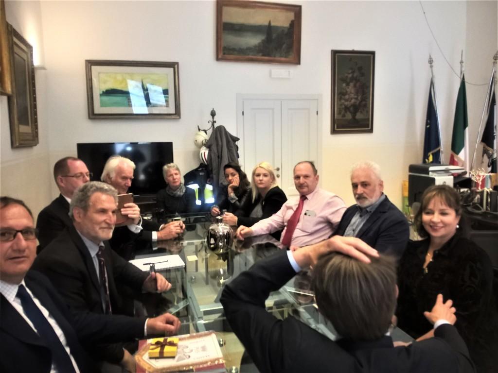 La delegazione in visita al Comune dell'Aquila