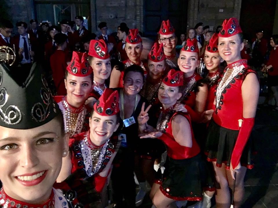 Majorettes in rosso