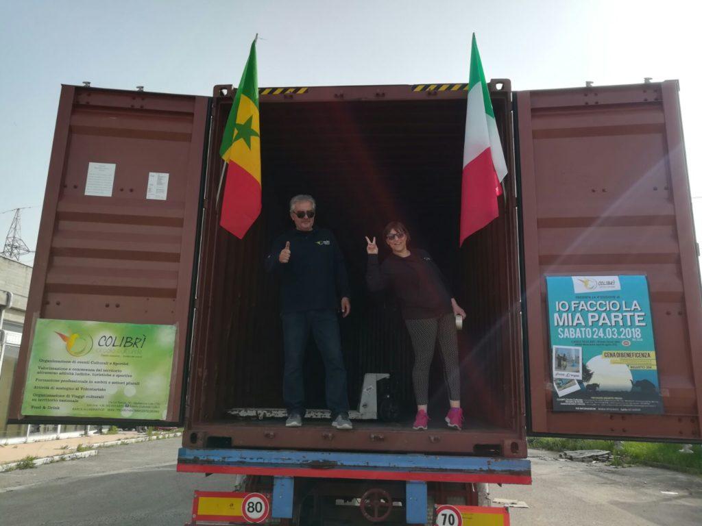 Giulianova. Quarto container pronto a partire per il Senegal pieno di aiuti umanitari  Quest'anno il Colibrì ha avuto in donazione anche una ambulanza e un ecografo