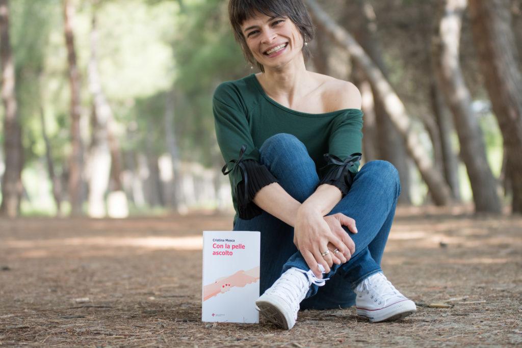 """""""Con la pelle ascolto"""", prosegue il tour estivo del romanzo di Cristina Mosca Penne, Ripattoni Bellante e Pescara le prossime tappe"""