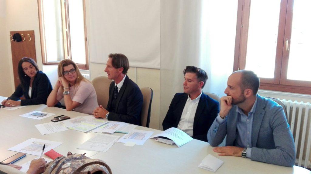 Giulianova. Fondo di solidarietà sociale: dal 2014 al 31 agosto di quest'anno erogati quasi 390mila euro grazie al taglio del 50% delle indennità di sindaco, assessori e presidente del Consiglio comunale.