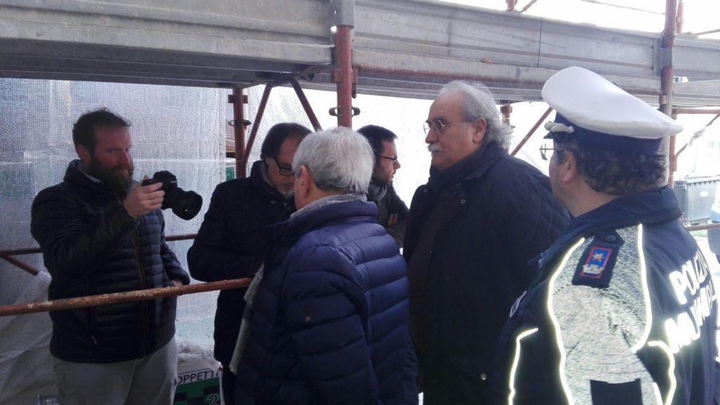 Giulianova. Il commissario prefettizio incontra la dirigente dell'Istituto comprensivo 2 ed effettua un sopralluogo al cantiere della scuola di Colleranesco.