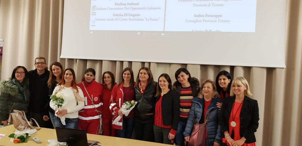 """""""365 Giorni 25 Novembre""""  La Cpo di Giulianova incontra gli studenti e pianta un albero nel giardino dedicato ad Ester Pasqualoni alla scuola media Bindi"""