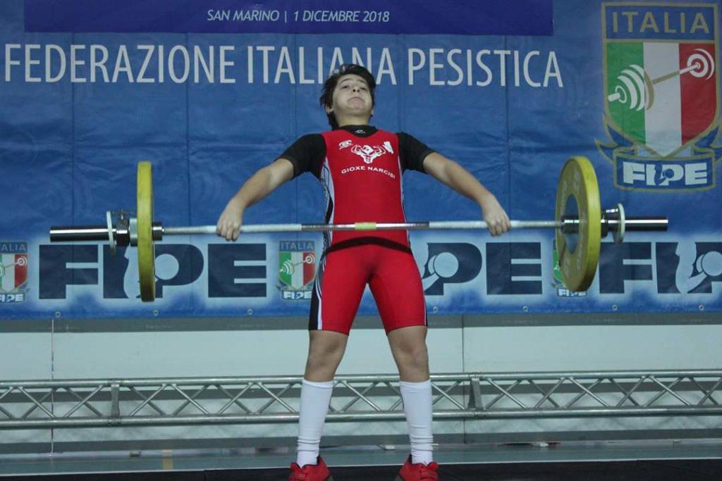 """Giulianova. GIOXE NARCISI, """"Oro sfumato per un solo chilo"""" alle Finali Nazionali di Pesistica olimpica a San Marino."""