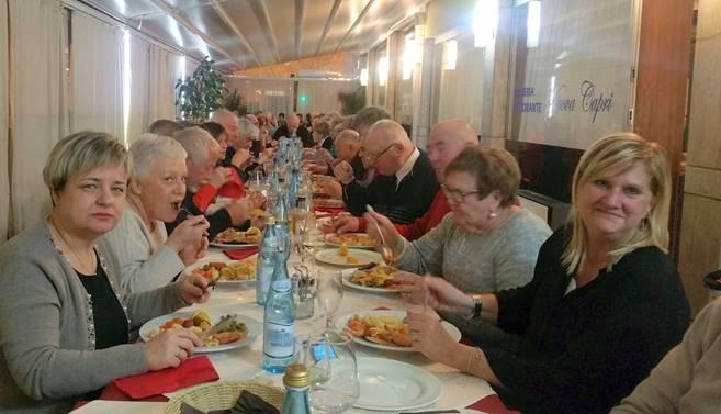 """""""Cena Sociale con tavolata record per gli Abruzzesi Trentino Alto Adige""""  Con prodotti e sapori della Terra d'Abruzzo"""
