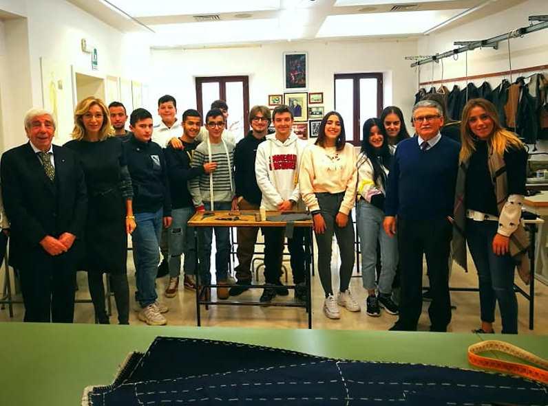 Penne. Cerimonia di Premiazione del Premio AIF Adriano Olivetti al Corso di Alta Sartoria della Fondazione ForModa