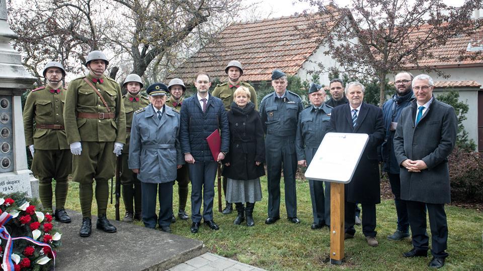 Giulianova. Scoperta una targa bilingue (italiano-ceco) a Hrušovany u Brna in onore del soldato Jan Kelbl
