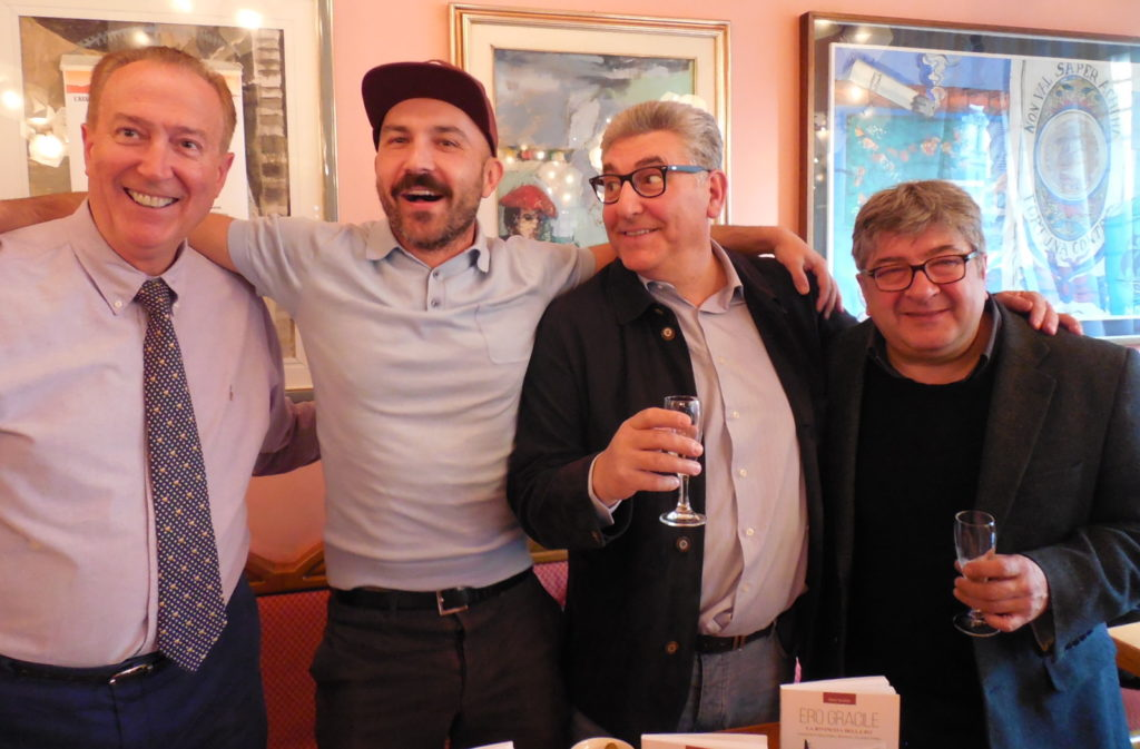 """Le star escono a Milano  per il libro """"Ero Gracile"""" di Dom Serafini"""