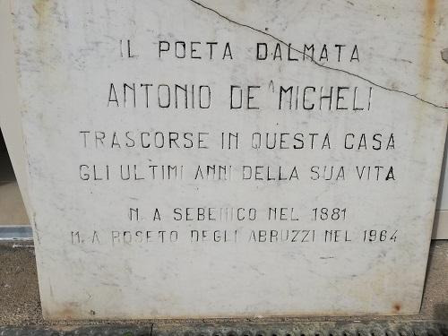 """Roseto degli Abruzzi. Ritrovata la lapide """"scomparsa"""" del poeta dalmata Antonio De Micheli"""