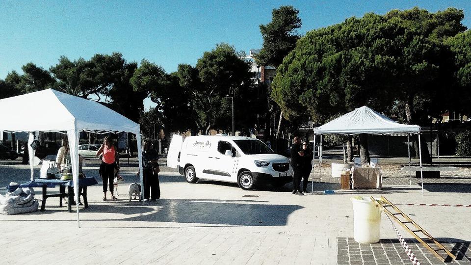 """Giulianova. Prima edizione della manifestazione """"Salva il tuo amico"""", campagna di sensibilizzazione contro l'abbandono dei cani."""