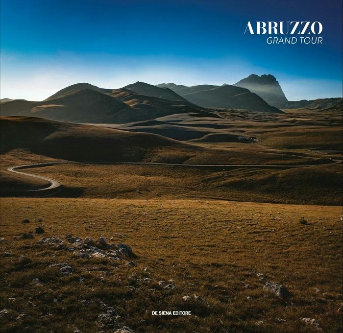 """Giulianova. """"Abruzzo Grand Tour"""", nuova pubblicazione di Enrico Di Carlo e Sandro Galantini."""
