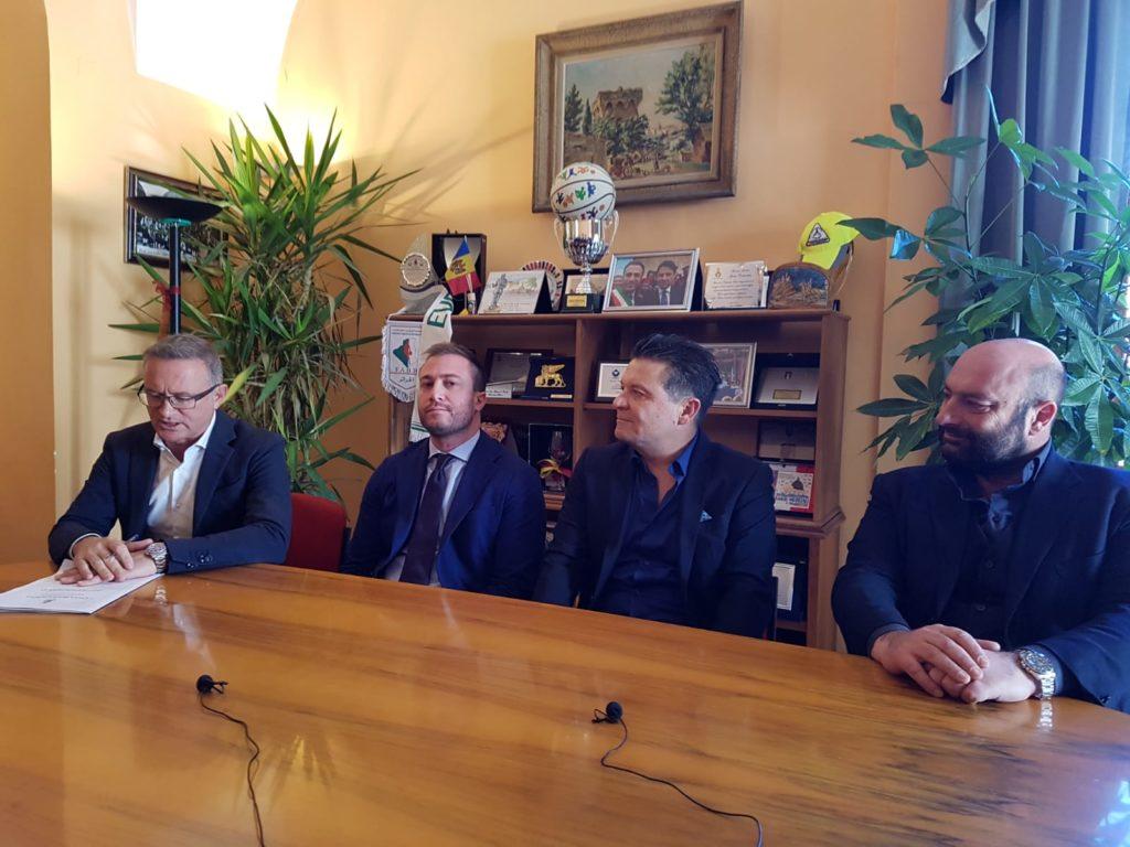 Giulianova. Presentato il programma del Carnevale Giuliese. Dopo vent'anni torna l'appuntamento con i carri allegorici e la partecipazione di tutti i quartieri della Città