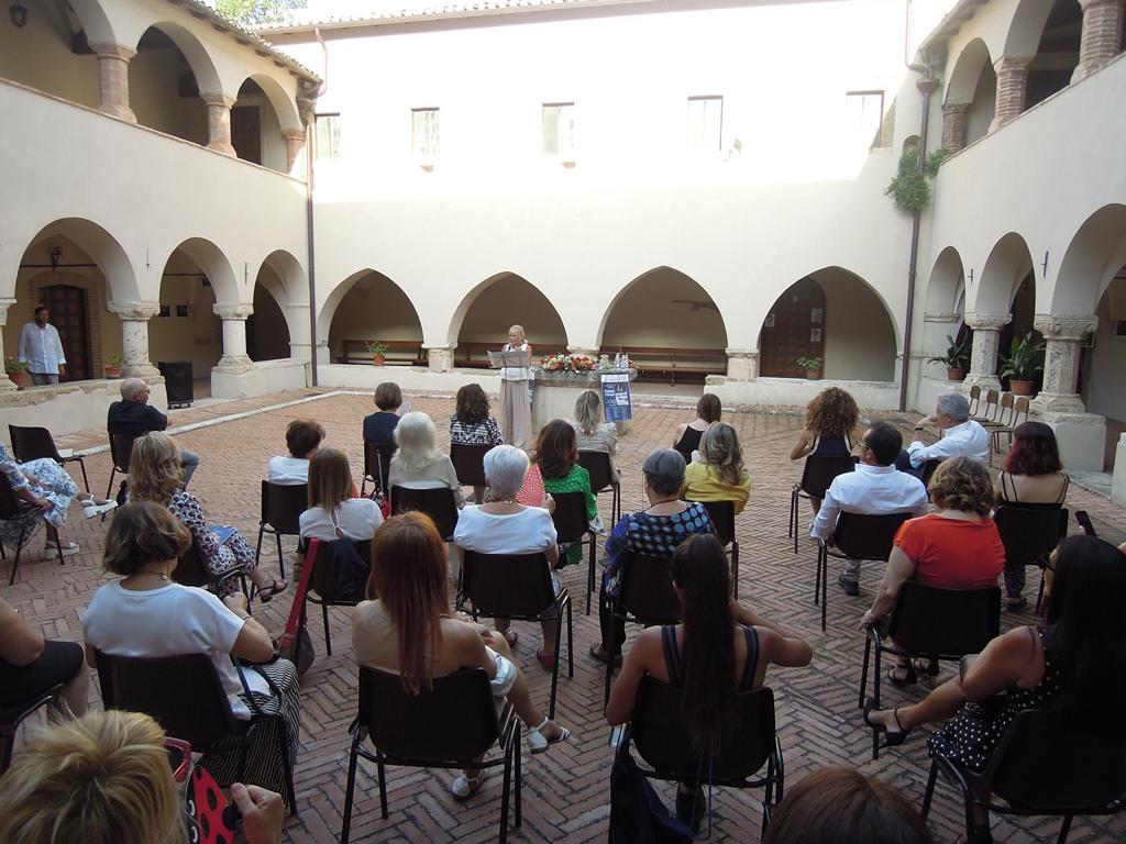 Teramo. Inaugurata la mostra sul Covid, dopo l'emergenza la città si ritrova con l'Anaao per sostenere il Centro Antiviolenza La Fenice