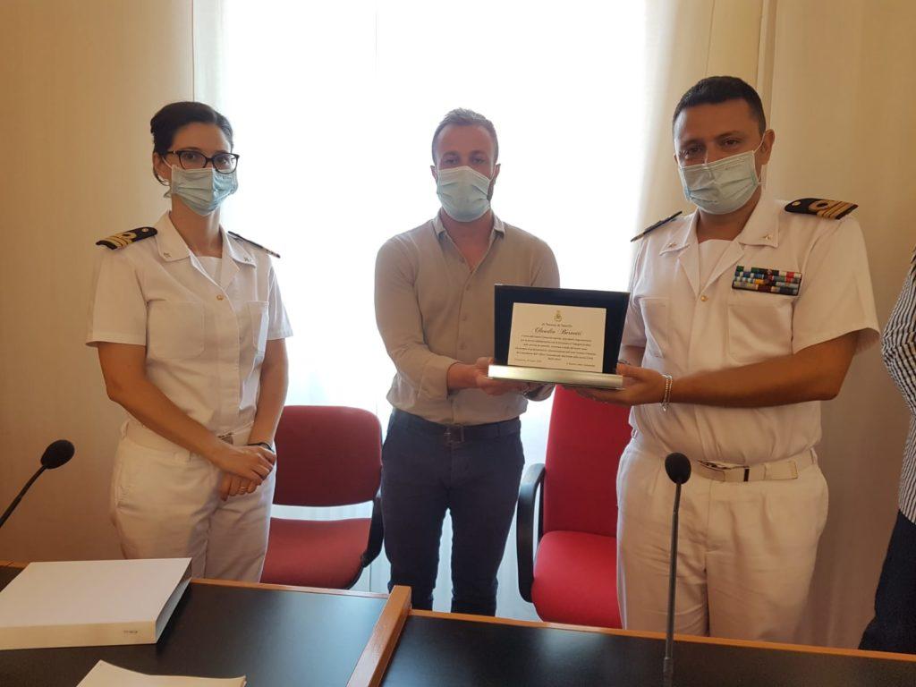 Il Sindaco Costantini saluta Bernetti e dà il benvenuto al nuovo Comandante dell'ufficio circondariale marittimo e della guardia costiera di Giulianova Sutera
