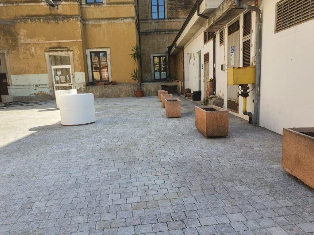 Giulianova. Sistemata la pavimentazione dei piazzali esterni della Scuola De Amicis
