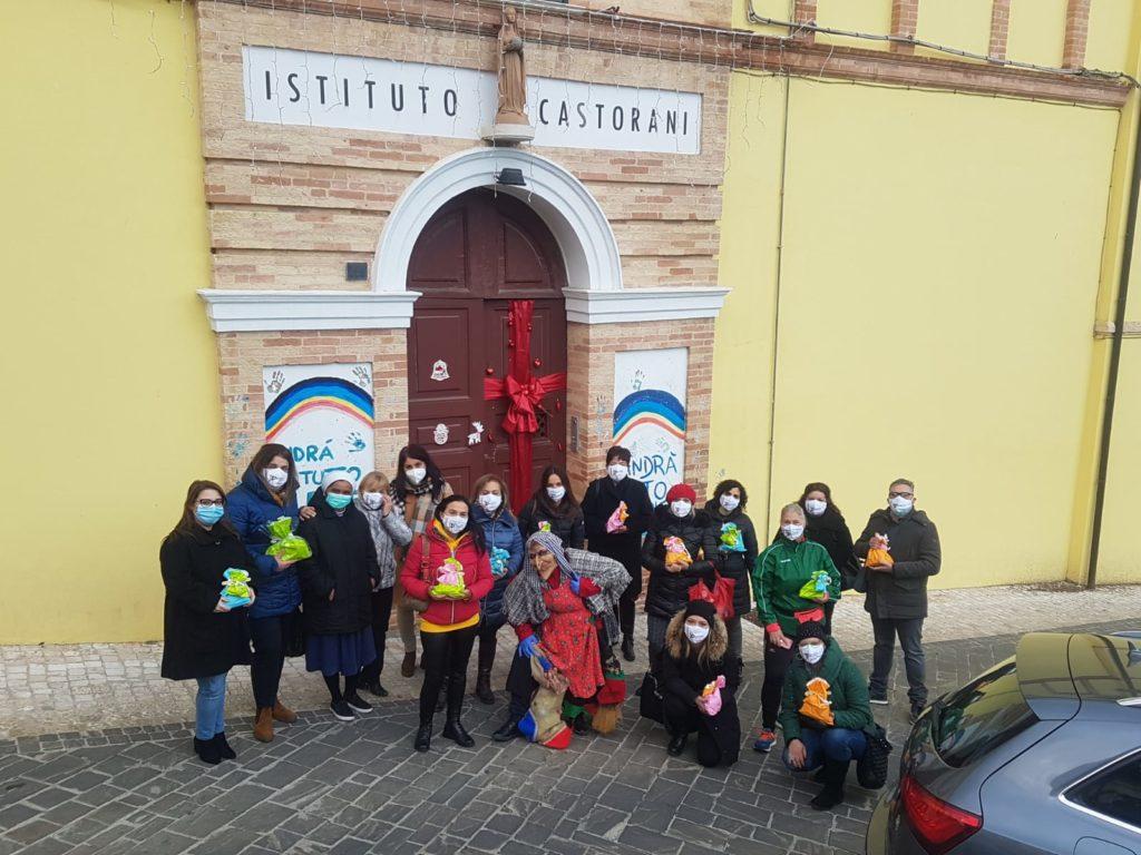 La Commissione Pari Opportunità di Giulianova consegna doni ai bambini dell'Istituto Castorani in occasione dell'Epifania
