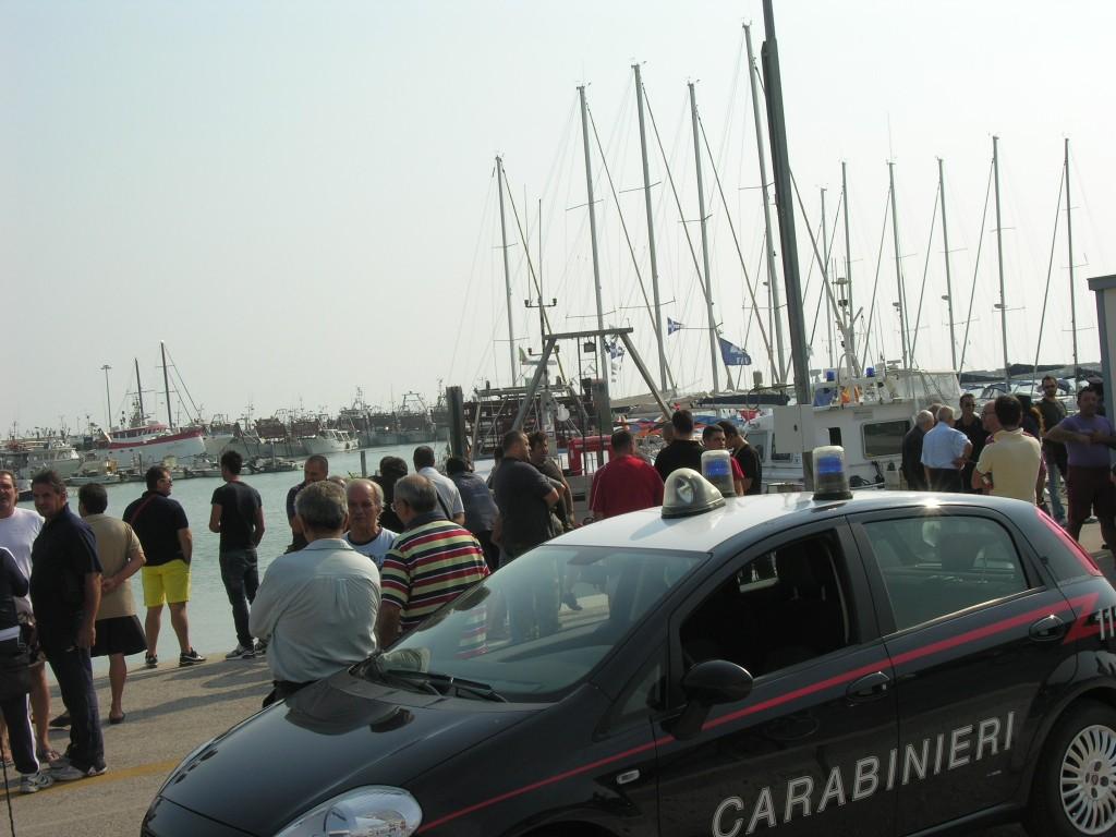 Assembramento al porto di Giulianova