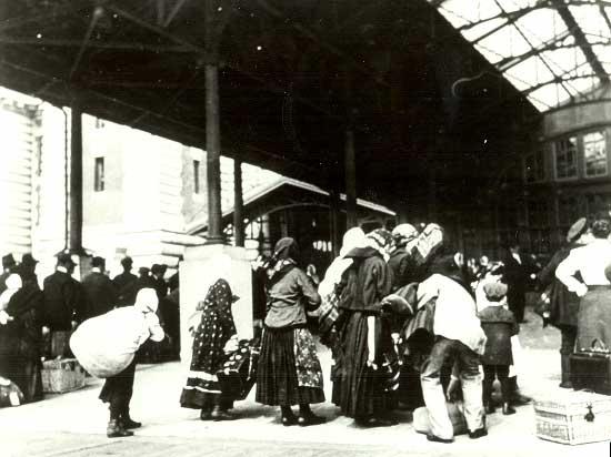 partenza dalla stazione marittima di Genovafine 800